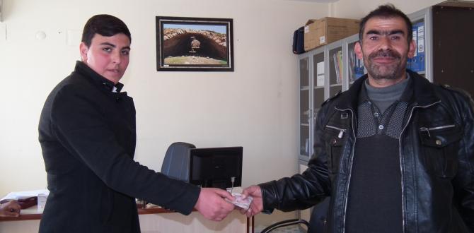 Afşin'de Bir Genç Bulduğu Parayı Sahibine Teslim Etti.