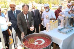 Kahramanmaraş Adliyesinde muharrem ayı dolayısıyla aşure ikram edildi. Kahramanmaraş Valisi Vahdettin Özkan, etkinlikte aşure ikram etti. ( Kahramanmaraş Adliyesi - Anadolu Ajansı )