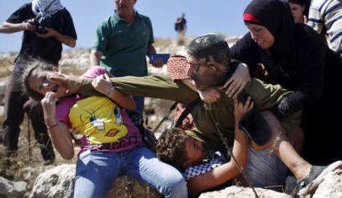 İsrail Hapishanelerinde 300 Çocuk Bulunuyor.
