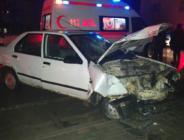 Otomobil Sürücüsü Direğe Çarptı. 3 Yaralı