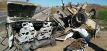 Otomobil İkiye Bölündü 3 Yaralı.