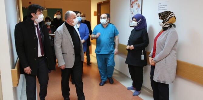 Vali Coşkun, Yılbaşı Akşamı Sağlık Çalışanları ve Güvenlik Güçlerini Ziyaret Etti