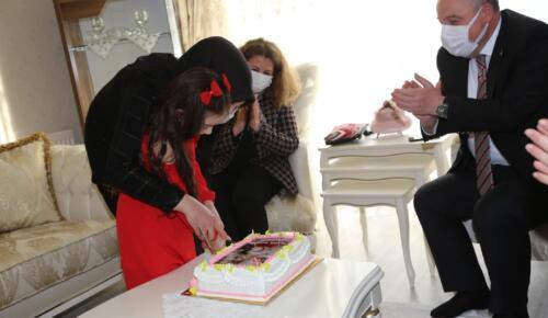 Vali Coşkun, Pakize Nazlım'ın Doğum Günü Sevincine Ortak Oldu.