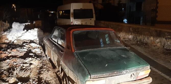 Elbistan'da Bahçeden Otomobil Çaldılar JASAT'a Yakalandılar
