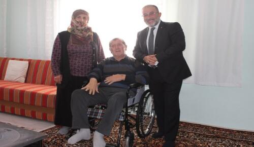 Başkan Güven Tekerlekli Sandalye Hediye Etti.