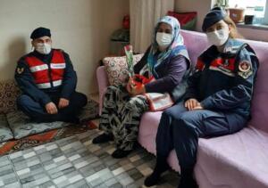 jandarma ziyaret 2 300x211 Elbistan İlçe Jandarma Komutanlığı, Yaşlıları Unutmadı