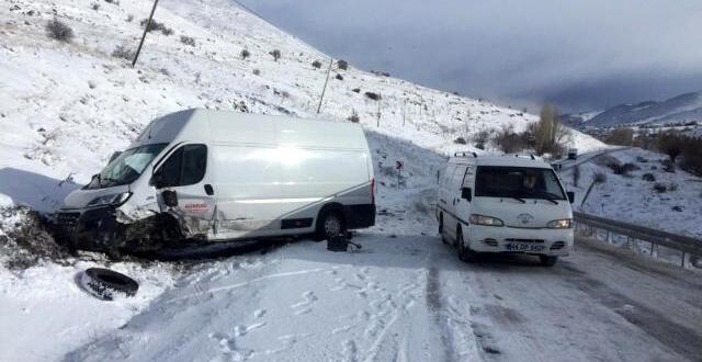 Malatya-Elbistan Yolunda Trafik Kazası: 4 Yaralı!