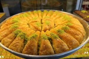 IMG 1439 300x200 Maraşlıoğlu Pastanesi Lezzetini Evlerinize Taşıyor!