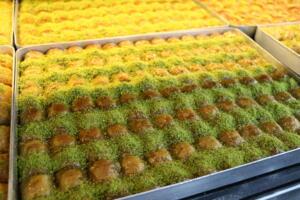 IMG 1444 300x200 Maraşlıoğlu Pastanesi Lezzetini Evlerinize Taşıyor!