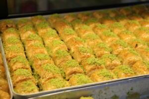 IMG 1447 300x200 Maraşlıoğlu Pastanesi Lezzetini Evlerinize Taşıyor!