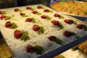 IMG 1450 300x200 Maraşlıoğlu Pastanesi Lezzetini Evlerinize Taşıyor!