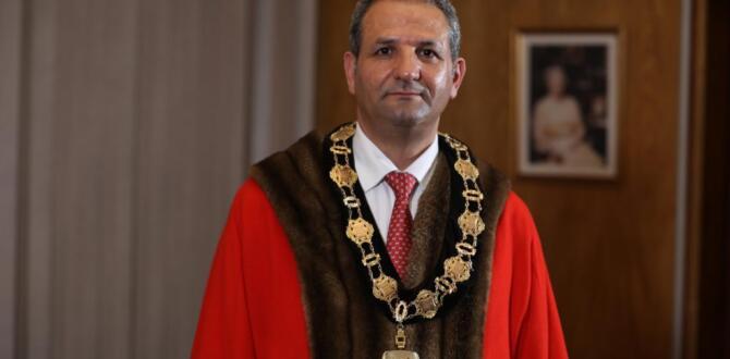 Enfileld Belediyesi Başkanlığına Afşinli Sabri Özaydın ikinci kez seçildi