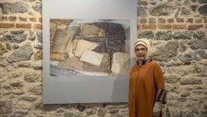 emine erdogan aa 1590199 2 300x169 Afşin'de bulunan yüz yıllık kitaplar, İstanbul'da sergilendi!