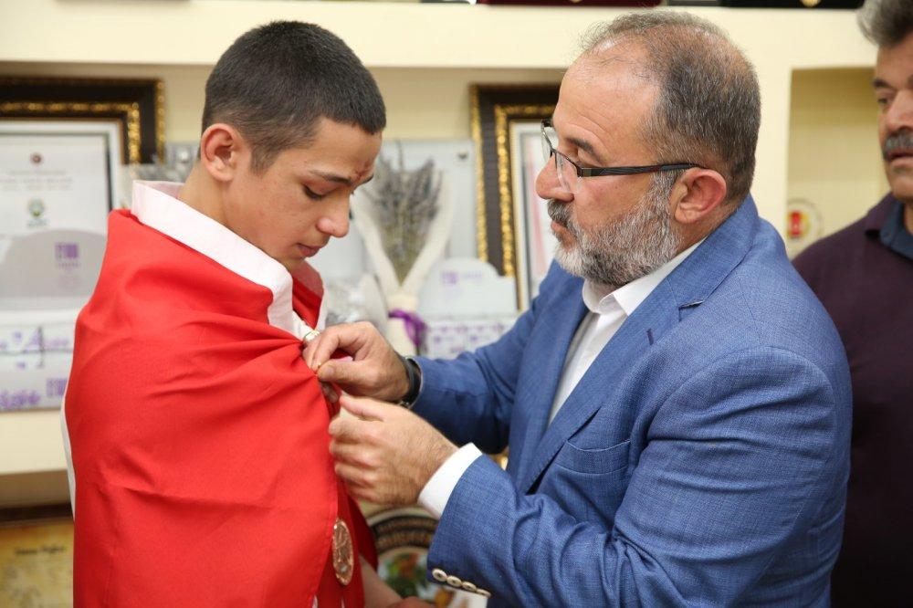 %name Afşinli Güreşçi Temur, Belediye Başkanı Güveni ziyaret etti!