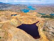 Ekinözü İlçesi'ndeki , kırmızı gölet dikkat çekiyor!