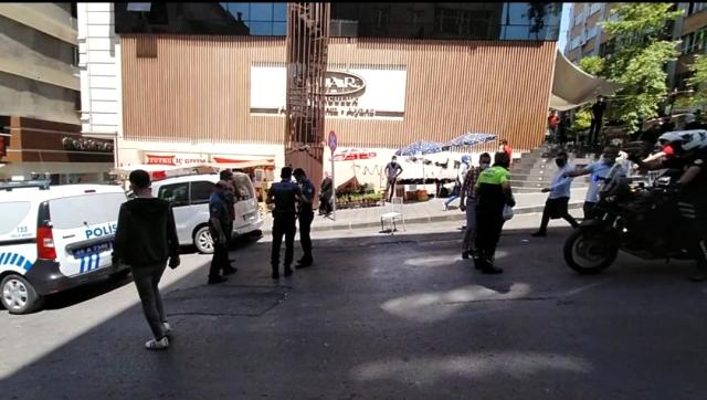 son dakika haber temizlik gorevlisini bicaklayan saldirgani trafik polisi yakaladi 0 Temizlik görevlisini bıçaklayan saldırganı trafik polisi yakaladı