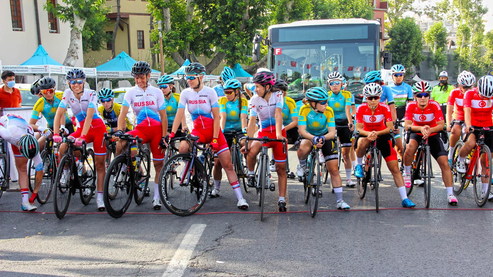 uluslararasi bisiklet yarismasi 1 Uluslararası Bisiklet Yarışı'nda Kadın Sporcular Start Aldı