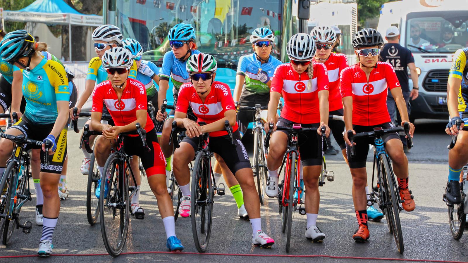uluslararasi bisiklet yarismasi 4 Uluslararası Bisiklet Yarışı'nda Kadın Sporcular Start Aldı