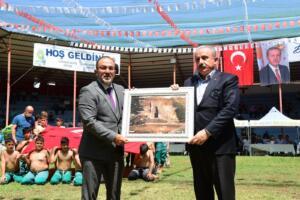239179540 10220288434189514 151256489081564978 n 300x200 Meclis Başkanı Şentop, 46. Afşin Güreş Festivali'ne katıldı
