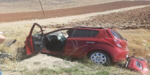 Otomobil Karşı Şeride Geçip Kamyonete Çarptı!