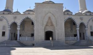 camii 1 300x178 Külliyenin Kitabesi Afşin'imize Çok Yakıştı!